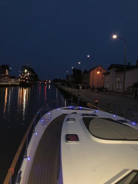 Jachty czarter darłowo imprezy darlowo motorówki sport wypoczynek baltyk eksluzywne jachty wakacje na jachcie